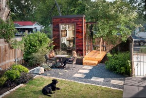 tiny-modern-home-office-4